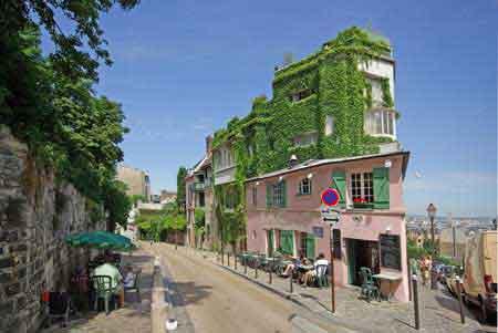 Paris visite guide voyage montmartre for Eugenie les bains la maison rose