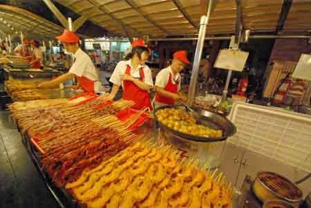 March de nuit de donghuamen rue wangfujing p kin beijing - Que mange les papillons de nuit ...