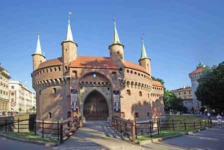 Pologne cracovie les fortifications les planty barbacane for La poste porte de saint cloud