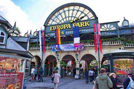 Allemagne europapark montagnes russes attraction for Parc d interieur