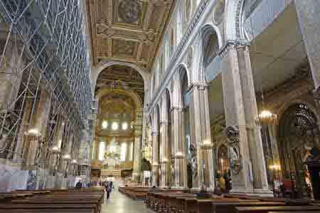 Centre historique de naples visite duomo informations for L interieur d un couvent