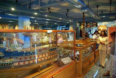 visite d 39 une fabrique de maquettes de bateaux l 39 ile maurice infos et photos. Black Bedroom Furniture Sets. Home Design Ideas